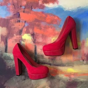 5/$25 Red platform heels